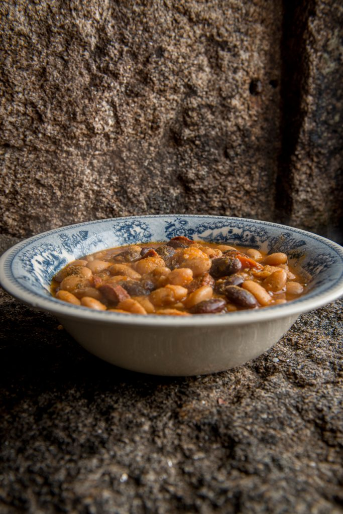 Feijoca num molho de estufado, em Forno de Jales.