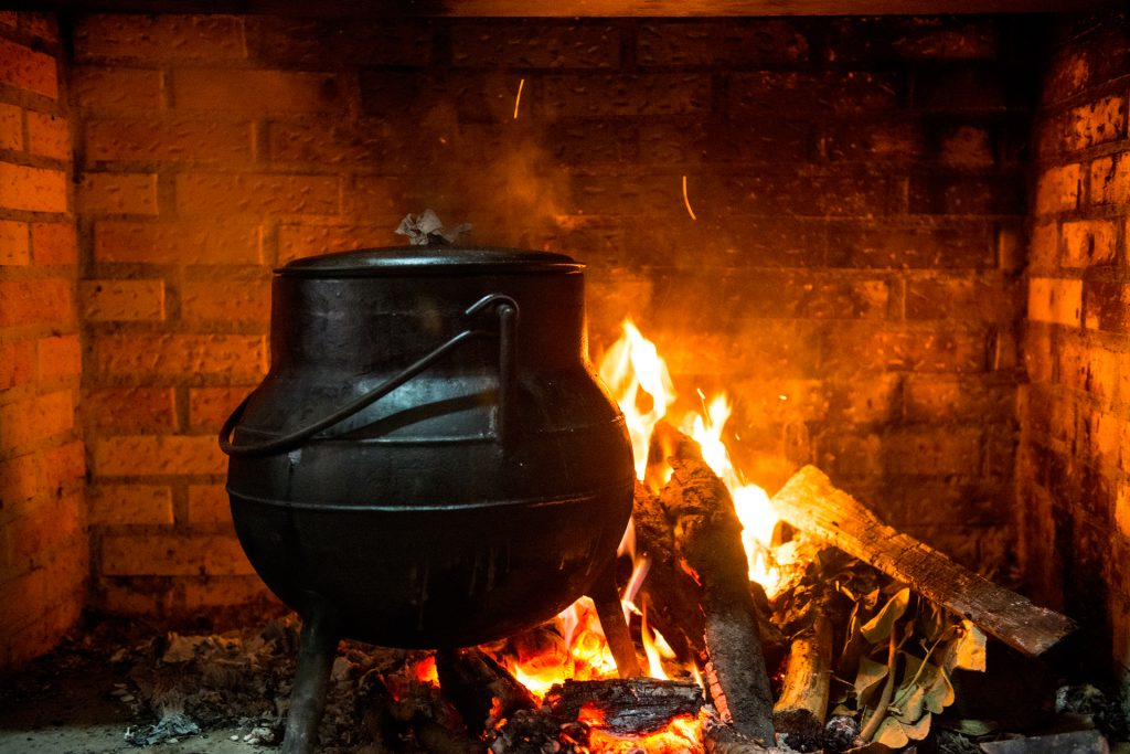 Pote ao fogo em Forno de Jales.